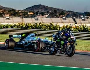 Video i foto: Rossi isprobao Mercedes F1, a Hamilton Yamahu M1