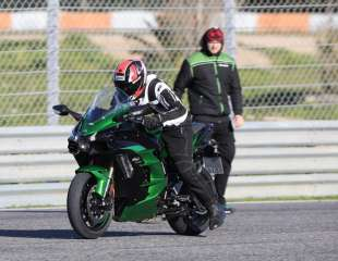 Moto Puls VIDEO test: Kawasaki Ninja H2 SX SE
